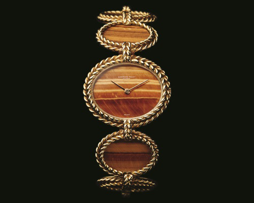 The 1971 Elliptical bracelet watch with Tiger's Eye. It has oval-shaped panels of the stone within 18k yellow gold braided border. The detailed hand-finishing through the case and the extra-thin movement showcased the skill of the watchmaker and craftsmen.