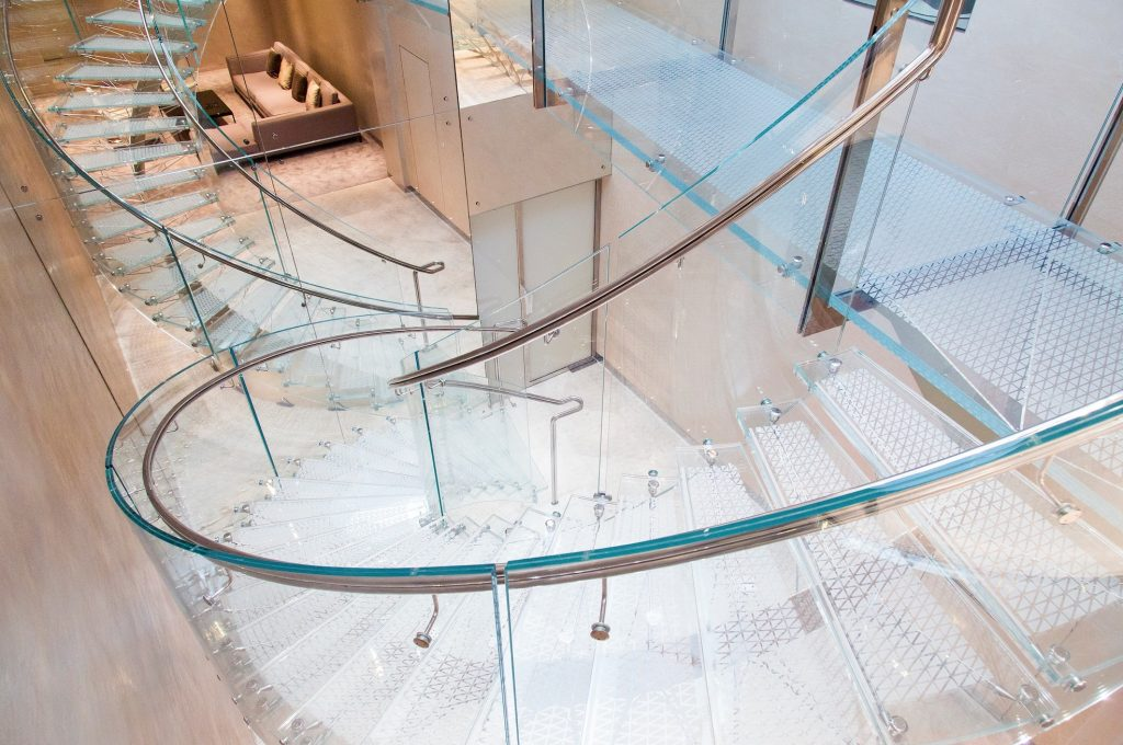 Glass-Staircase-at-the-Boodles-Bond-Street-shop